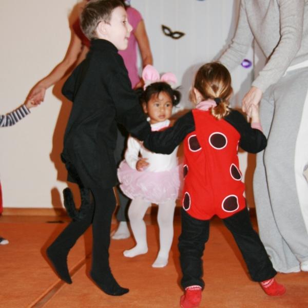 ΠΥΡΝΑΚΙΑ - DANCE TOGETHER