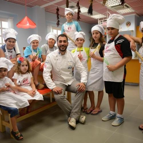 ΤΟ KIDS COOKING CLUB ΣΤΗΝ ΠΥΡΝΑ!